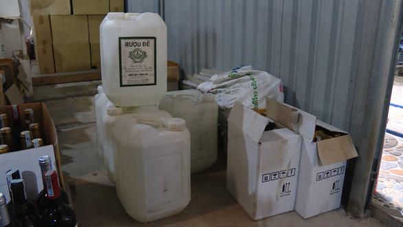 Phá cơ sở sản xuất rượu XO, Chivas giả - Ảnh 1.