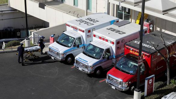 Người nhiễm COVID-19 tăng cao, Los Angeles phải lựa bệnh nhân để cứu - Ảnh 1.