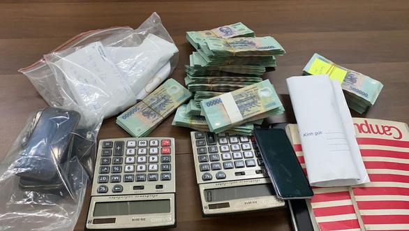 Bộ Công an bất thần ập vô 14 điểm cờ bạc ở Thủ Đức, Bình Thạnh, Gò Vấp, bắt 12 người - Ảnh 4.