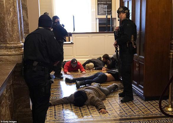 Khi nhà Quốc hội Mỹ bị xâm chiếm, các thùng phiếu ở đâu? - Ảnh 7.