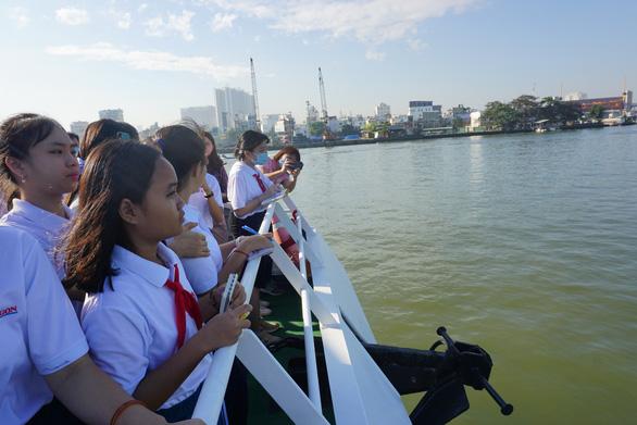 Thi văn hay, chữ tốt ngay sau trải nghiệm du ngoạn sông Sài Gòn - Ảnh 1.