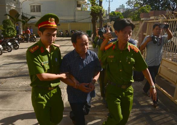 Truy tố các cựu lãnh đạo Chi nhánh văn phòng đăng ký đất đai và Chi cục thuế Phan Thiết - Ảnh 1.