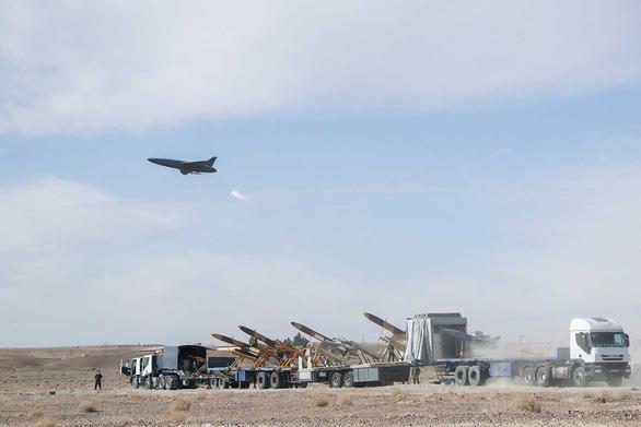 Iran phô diễn máy bay không người lái mang tên lửa - Ảnh 6.