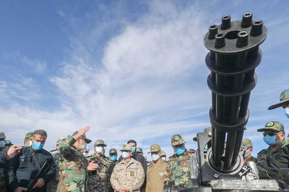 Iran phô diễn máy bay không người lái mang tên lửa - Ảnh 5.