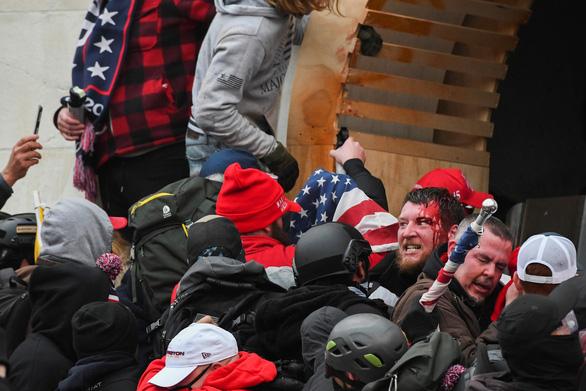 کلانتر کاپیتول پس از خشونت در ساختمان کنگره ایالات متحده استعفا داد - عکس 1.