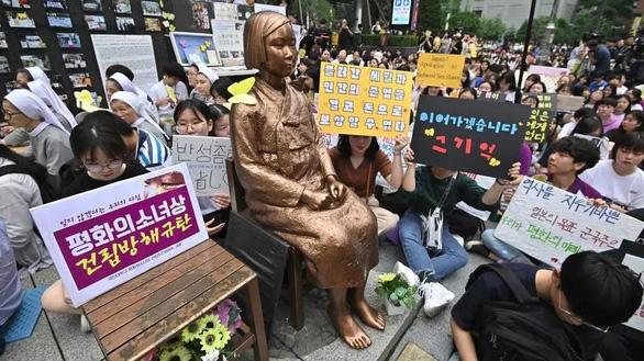 Tòa Hàn Quốc yêu cầu Nhật Bản bồi thường cho 12 nô lệ tình dục thời Thế chiến 2 - Ảnh 1.