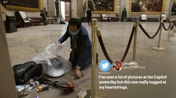 Nghị sĩ Mỹ quỳ xuống nhặt rác trong điện Capitol vì thấy đau lòng - Ảnh 4.