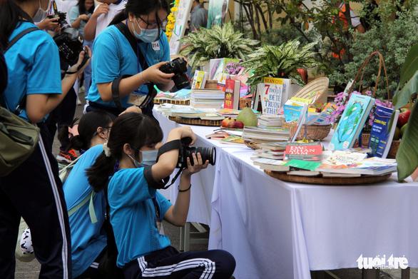 Học sinh thích thú với vòng chung kết thi ảnh Trò chuyện cùng sách - Ảnh 6.