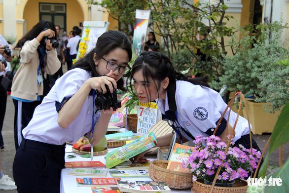 Học sinh thích thú với vòng chung kết thi ảnh Trò chuyện cùng sách - Ảnh 5.