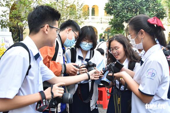 Học sinh thích thú với vòng chung kết thi ảnh Trò chuyện cùng sách - Ảnh 3.