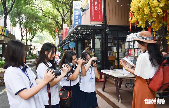 Học sinh thích thú với vòng chung kết thi ảnh Trò chuyện cùng sách - Ảnh 7.