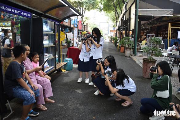 Học sinh thích thú với vòng chung kết thi ảnh Trò chuyện cùng sách - Ảnh 4.