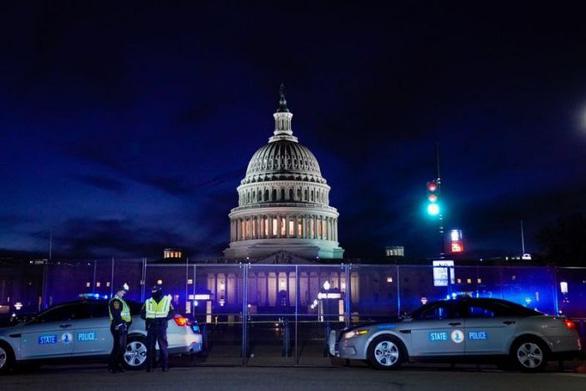 Lịch sử bạo lực ở Điện Capitol hơn 200 năm qua: Đánh bom, nổ súng và đánh người - Ảnh 1.