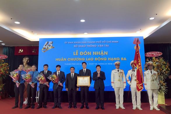 Sở Giao thông vận tải TP.HCM đón nhận Huân chương Lao động hạng 3 - Ảnh 1.