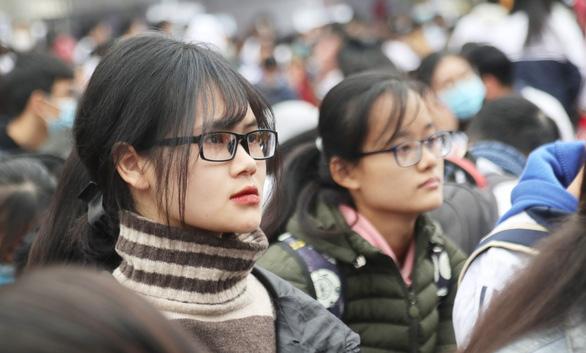 Hơn 4.000 học sinh dự tư vấn tuyển sinh tại ĐH Vinh: Nhiều câu hỏi nóng ngành an ninh, quân đội - Ảnh 3.