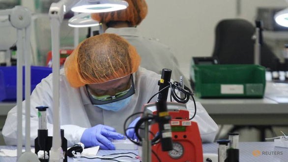 FDA Mỹ: Một số bộ kit không phát hiện ra biến thể corona mới - Ảnh 1.