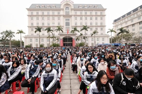 Hơn 4.000 học sinh dự tư vấn tuyển sinh tại ĐH Vinh: Nhiều câu hỏi nóng ngành an ninh, quân đội - Ảnh 8.