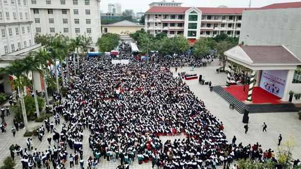 Hơn 4.000 học sinh dự tư vấn tuyển sinh tại ĐH Vinh: Nhiều câu hỏi nóng ngành an ninh, quân đội - Ảnh 1.
