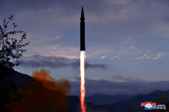 Triều Tiên lại phóng thử tên lửa chống máy bay - Ảnh 1.