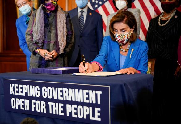 Mỹ tạm tránh nguy cơ đóng cửa chính phủ - Ảnh 1.