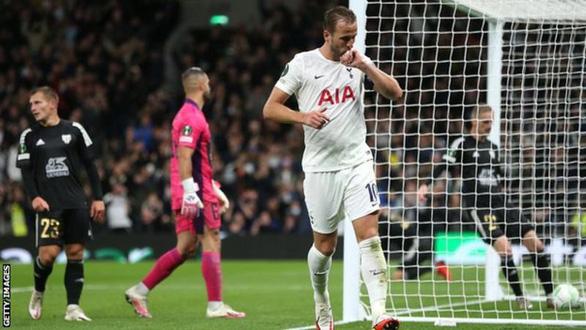 Vào sân từ ghế dự bị, Harry Kane lập hat-trick trong 20 phút giúp Tottenham thắng 5 sao - Ảnh 1.