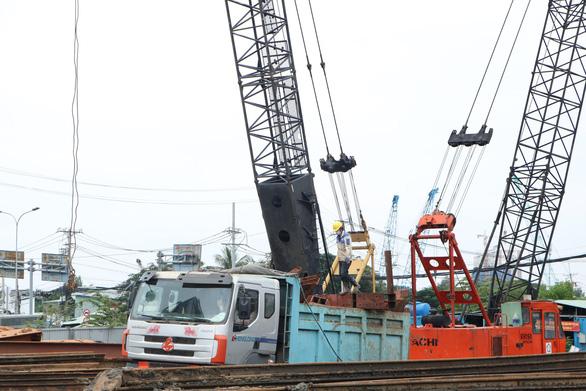 Công trình xây dựng ở TP.HCM tăng tốc làm trở lại - Ảnh 3.