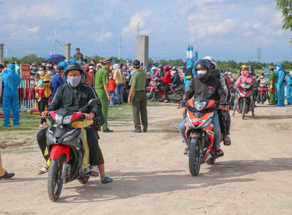 Ninh Thuận lập biên bản 1.362 trường hợp về quê, tạm giữ 679 xe máy - Ảnh 1.