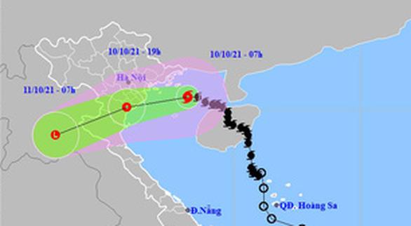 Nguy cơ bão chồng bão, người dân hạn chế về quê trong 10 ngày tới - Ảnh 1.