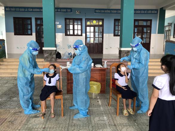 Học sinh xã đảo Thạnh An chưa đi học vào ngày mai - Ảnh 1.