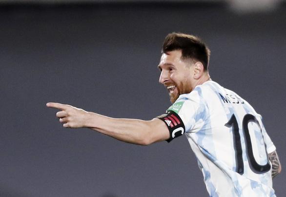 Messi bất ngờ ra sân và ghi bàn giúp Argentina giành 3 điểm - Ảnh 1.