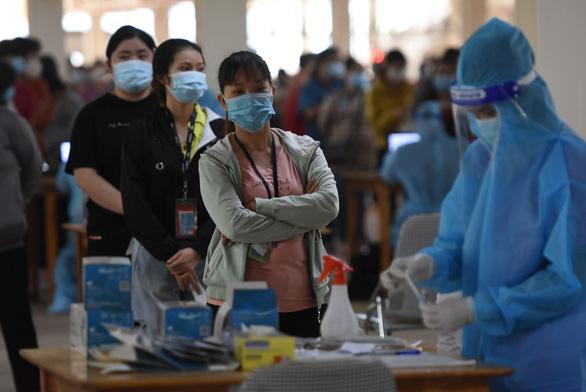 Đồng Nai thí điểm điều trị F0 tại nhà, chuẩn bị cho học sinh trở lại trường - Ảnh 1.