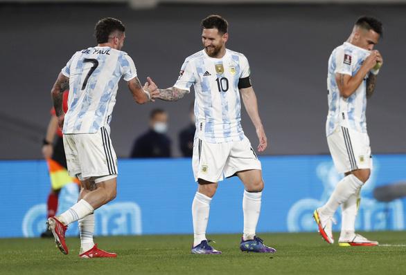 Messi bất ngờ ra sân và ghi bàn giúp Argentina giành 3 điểm - Ảnh 2.