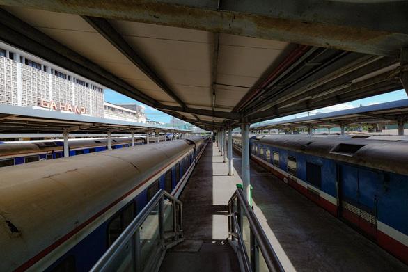 Đường sắt chạy lại tàu khách tuyến Hà Nội - TP.HCM từ 13-10 - Ảnh 1.