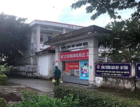 Trưởng trạm y tế nơi xảy ra vụ tiêu hủy 15 con chó xin nghỉ việc - Ảnh 1.