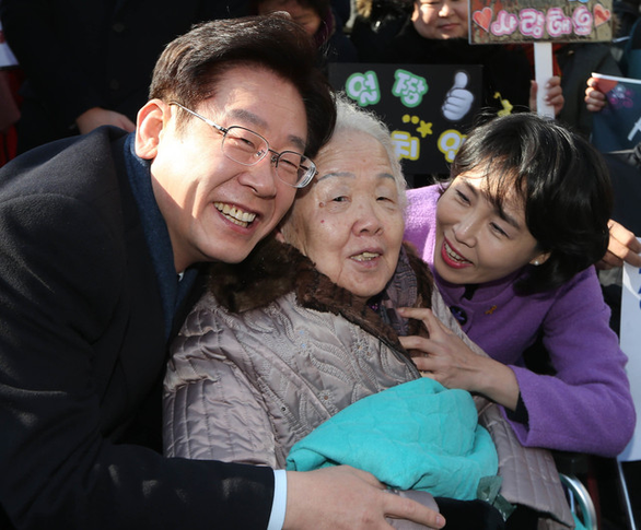 Hàn Quốc: Con trai nữ công nhân vệ sinh trở thành ứng viên tổng thống - Ảnh 2.