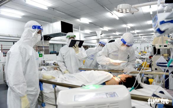 Lực lượng chi viện rút đi, y tế TP.HCM chuẩn bị ra sao để trị COVID-19? - Ảnh 2.