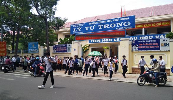 Phụ huynh và giáo viên Khánh Hòa đề nghị cho lùi thời điểm học tập trung - Ảnh 1.