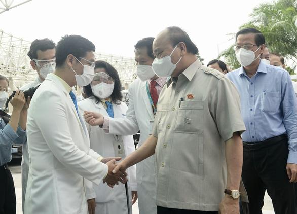 Chủ tịch nước Nguyễn Xuân Phúc thăm Bệnh viện Nhi đồng TP.HCM - Ảnh 1.