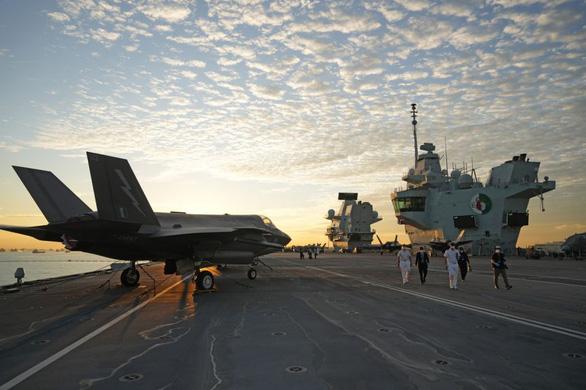 Chỉ huy tàu sân bay HMS Queen Elizabeth: Anh muốn nghiêng về châu Á - Ảnh 1.