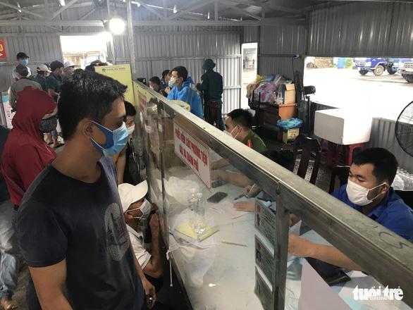 Đà Nẵng bỏ yêu cầu người về từ Quảng Nam phải có giấy xét nghiệm âm tính - Ảnh 2.