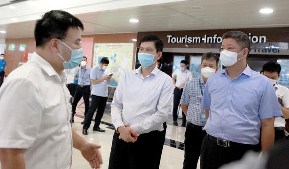 Phó chủ tịch Hà Nội: Treo biển trước nhà người về từ TP.HCM để đảm bảo phòng dịch - Ảnh 1.