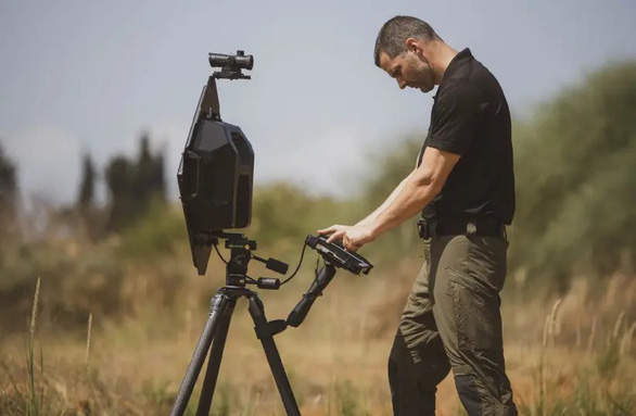 Israel ra mắt thiết bị 'nhìn' xuyên tường từ cách 50m - Ảnh 1.