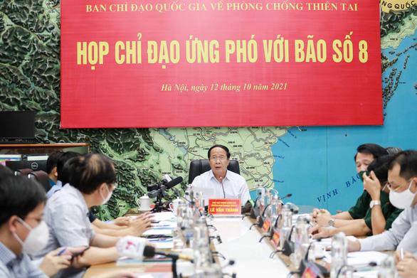 Bão số 8 hướng vào Thanh Hóa - Quảng Bình, suy yếu trước khi đổ bộ - Ảnh 2.