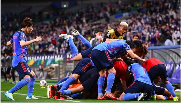 Chặn đứng chuỗi toàn thắng của Úc, Nhật sống lại hy vọng dự World Cup 2022 - Ảnh 1.