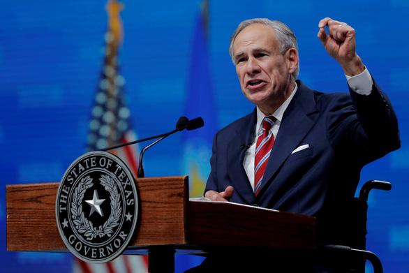 Thống đốc Texas gọi lệnh bắt buộc tiêm vắc xin của Tổng thống Biden là 'bắt nạt' - Ảnh 1.