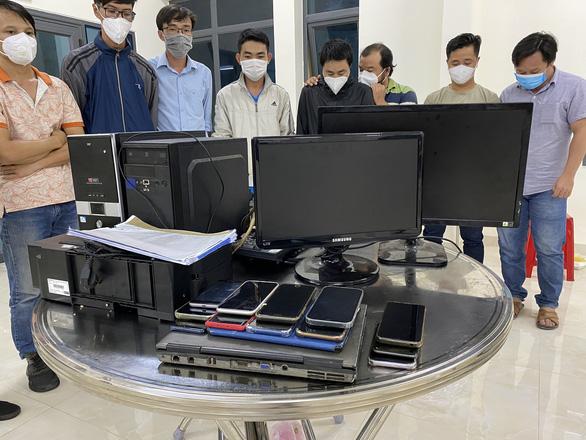 Phát hiện nhiều đường dây làm giả giấy xét nghiệm COVID-19 tại Phan Thiết - Ảnh 2.