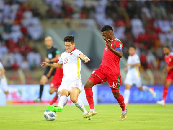 Bị thổi 2 quả 11m, Việt Nam thua Oman 1-3 ở vòng loại World Cup 2022 - Ảnh 2.
