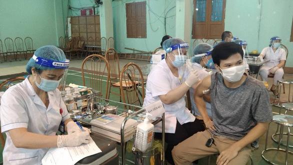 Hà Nam, Ninh Bình tiêm chủng nhanh đạt miễn dịch cộng đồng để sớm quay lại bình thường mới - Ảnh 1.