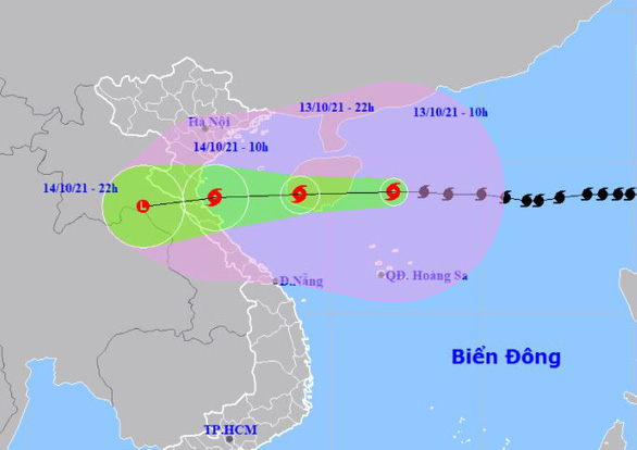 Bão số 8 giật cấp 14 hướng vào Bắc Trung Bộ, mưa lớn từ chiều tối nay - Ảnh 2.