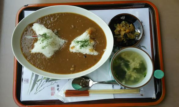 Nhật - Hàn căng thẳng vì tô cà ri - Ảnh 1.